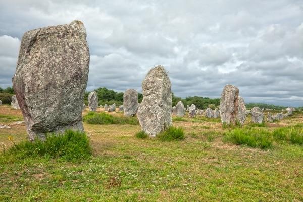 Les menhirs de Carnac - Pourquoi passer vos vacances dans le Morbihan ? Villas de la ria d'Etel