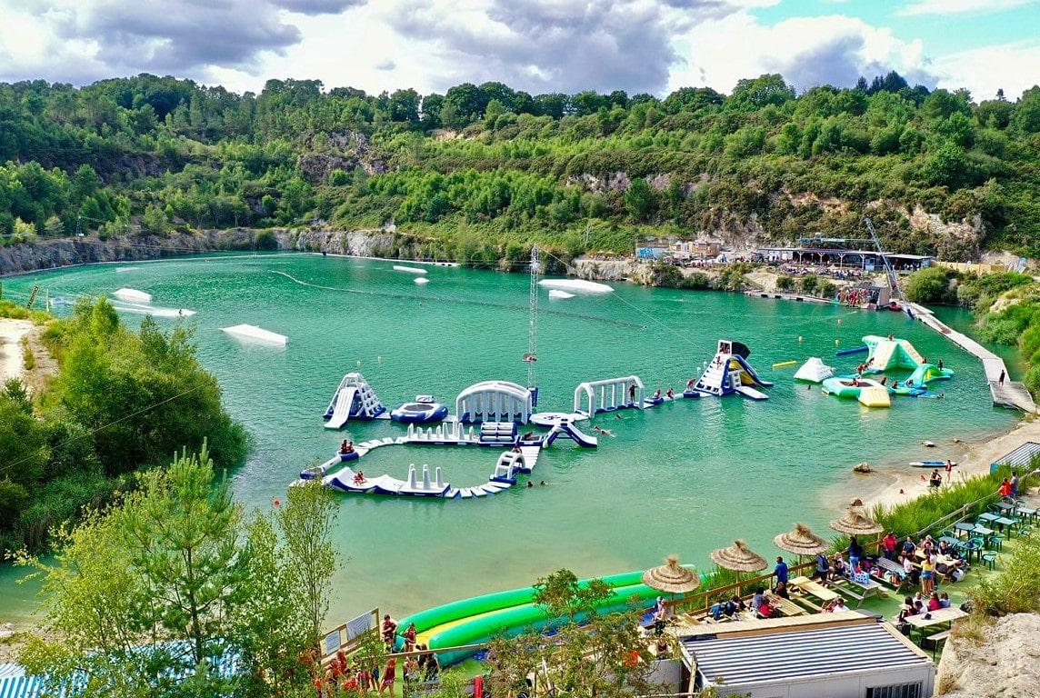 West Wake Park à Inzinzac Lochrist dans le Morbihan proche de la Ria d'Etel pour des activités nautiques en famille
