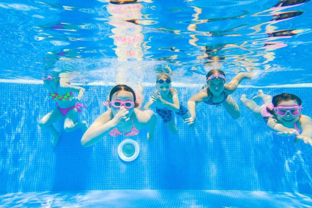 7 jeux en famille dans une piscine intérieure, Villas de la ria d'Etel en Bretagne