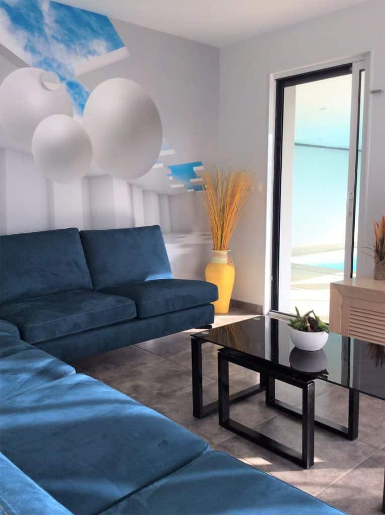 Nouveau salon de la villa Belle-île, attenant à la piscine intérieure privée - maison de vacances près de la ria d'Etel, dans le Morbihan