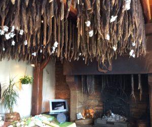 sèchage de l andouille au feu de bois